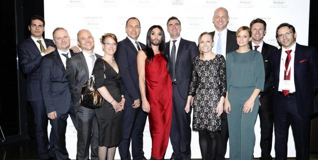 Die Partnerinnen und Partner von E&H Wien mit Conchita Wurst und Mirjam Weichselbraun